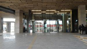 長崎県庁1階正面入り口