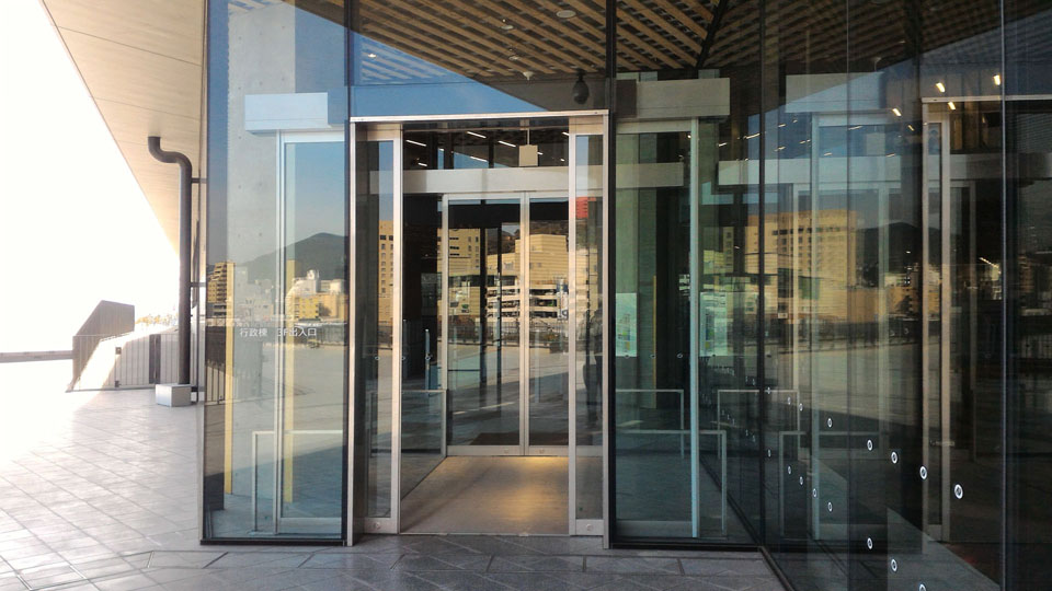 県庁舎3階出入り口