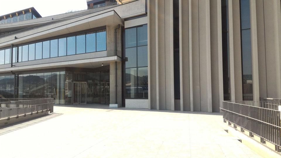 県庁舎3階-屋上フロア出入り口