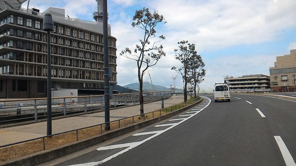 長崎港沿い大波止から長崎県庁舎への道路